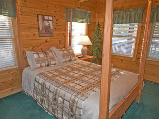 bedroom in cabin 75 palmetto place in pigeon forge tennessee