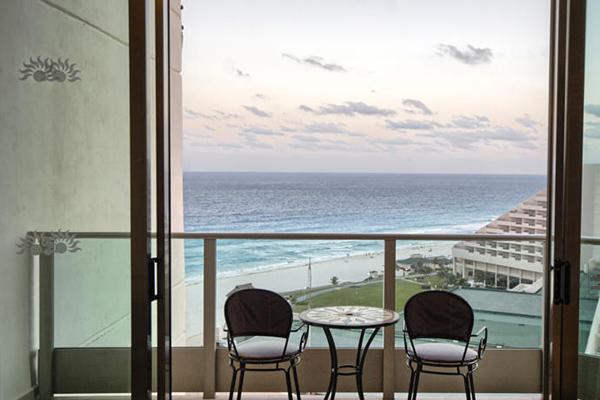 Labor day cancun vacation at great parmassus resort and for Cheap spa resort packages