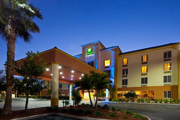 Holiday Inn In Cocoa Beach Vacation Packages Rooms101