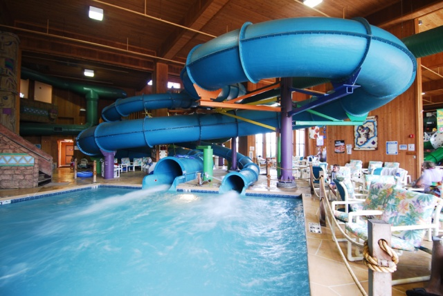 fall wisconsin dells vacation at polynesian water park. Black Bedroom Furniture Sets. Home Design Ideas