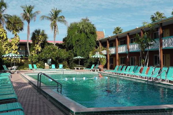 1poolside. Cocoa Beach Vacations   Wakulla Suites Vacation Deals