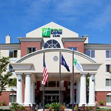 $89 ( All Inclusive ) | Charleston, SC | Memorial Day Family Vacation | 3 Days 2 Nights | Holiday Inn Express | Free $25 Dining Card | Free Breakfast