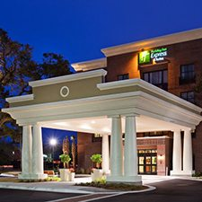 $199 | Holiday Inn Express Hotel and Suites Mt. Pleasant | Summer Charleston Vacation | Standard/Deluxe Hotel Room | 4 day 3 night | $50 Dining Dough