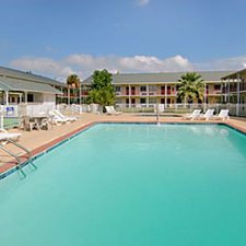 $139 | Super 8 Motel | Thanksgiving Biloxi Vacation | Standard/Deluxe Hotel Room | 4 day 3 night | $50 Dining Dough