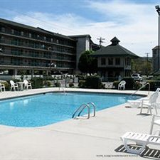 $259 | The Creekstone Inn | Valentine's Day Pigeon Forge Vacation | Deluxe Hotel Room | 5 Days 4 Nights | $100 Dining Dough