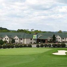 $509 | All Seasons Suites | Valentine's Day Pigeon Forge Vacation | Deluxe Hotel Room | 5 Days 4 Nights | $100 Dining Dough