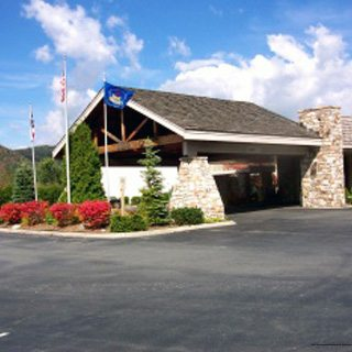 $269 (All Inclusive)   Banner Elk, NC   5 Days 4 Nights   Thanksgiving Family Vacation   Best Western Mountain Lodge   $50 Dining Dough