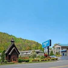 $219 | The Rodeway Inn Motel | Summer Pigeon Forge Vacation | Deluxe Hotel Room | 5 day 4 night | 2 Dollywood Tickets
