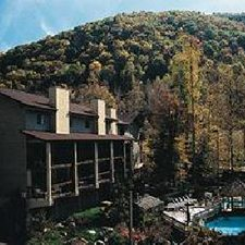 $199 | Summer Bay Town Square Resort | Summer Pigeon Forge Vacation | Standard/Deluxe Hotel Room | 4 day 3 night | $50 Dining Dough