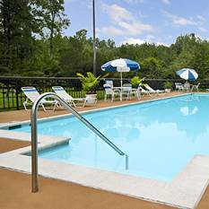 $199 | Days Hotel Busch Gardens Area | Labor Day Williamsburg Vacation | Deluxe Hotel Room | 4 day 3 night | $50 Dining Dough