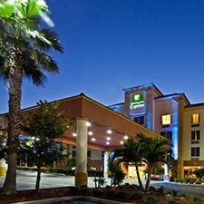 $319 | Holiday Inn | Christmas Cocoa Beach Vacation | Standard/Deluxe Hotel Room | 5 day 4 night | $50 Dining Dough