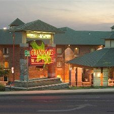 $69 ( All Inclusive ) | Branson, MO | Labor Day Vacation Getaway | 3 Days 2 Nights | Grand Oaks Branson Hotel | Deluxe Hotel Room | Free $25 Dining Card