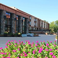 $159 | Best Western Center Pointe Inn | Fall Branson Vacation | Standard/Deluxe Hotel Room | 3 Day 2 Night | 2 Tickets to Silver Dollar City