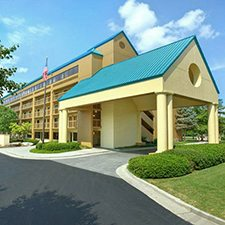 $99 | Shular Inn | Memorial Day Pigeon Forge Vacation | Deluxe Hotel Room | 4 day 3 night | $100 Dining Dough
