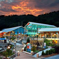 Gatlinburg Vacations - Glenstone Lodge vacation deals