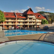 $149 | Crossroads Inn and Suites | Christmas Gatlinburg Vacation | Deluxe Hotel Room | 3 Days 2 Nights | Discount Hotel Rate