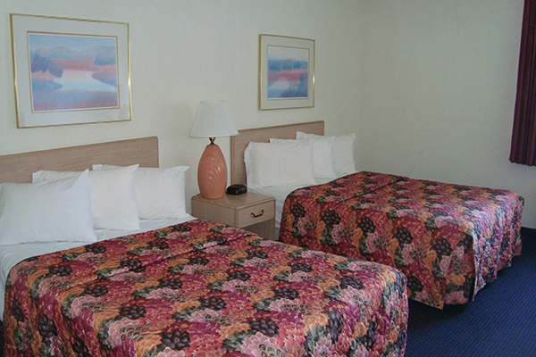 night christmas vacation deal hotel pigeon forge deluxe room